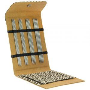 Strømpepindesæt i rustfrit stål - brunt etui åben