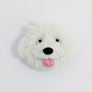 Knap med hvid hund