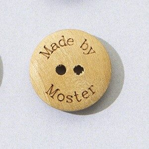 """""""Made by Moster"""" Knap 18 mm"""