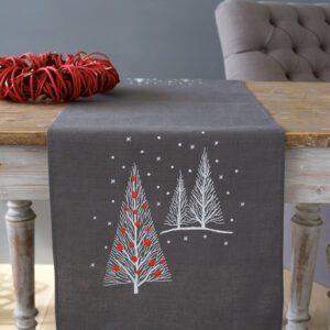 Broderet bordløber med juletræer